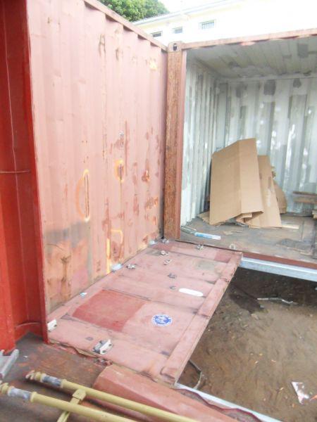 D coupe et am nagement des containers at entre2containers for Container pour habitation